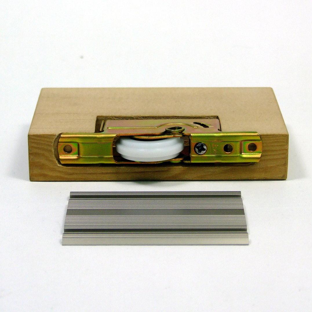 schiebet r f hrungsschiene flach bronzefarben eloxiert zum anschrauben. Black Bedroom Furniture Sets. Home Design Ideas